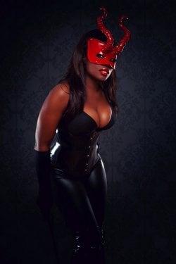 Mistress Lashina from City Of London - Mistress